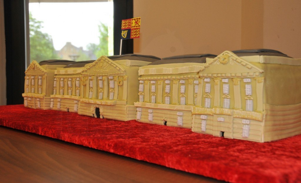 buckingham-palace-cake-best-view-manchester