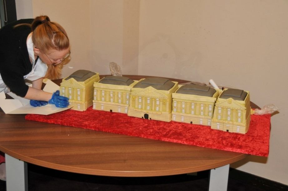 buckingham_palace_cake_diamond_jubilee