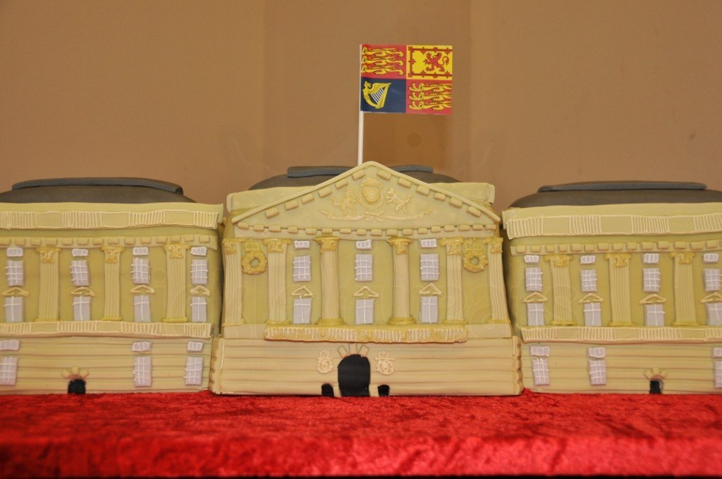 buckingham-palace-cake-fit-for-queen-manchester